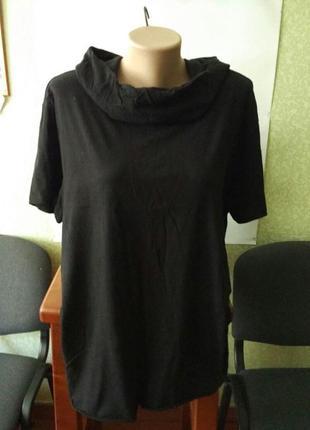 Фирменная футболка с капюшоном. р-р 50