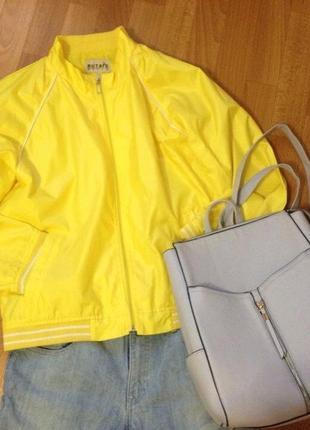 Желтая куртка - ветровка