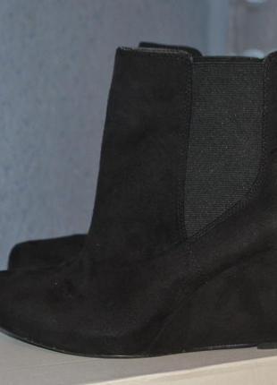 Замшевые осенние ботинки на танкетке george
