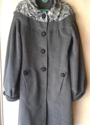 Актуальное пальто оверсайз eleni viare  40 р. с нарядными пуговками и пышным рукавом
