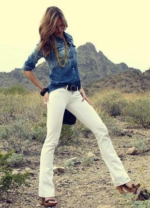 Белые джинсы stradivarius