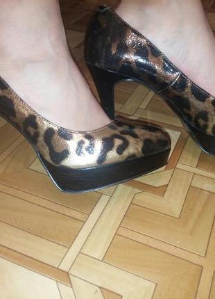 Леопардовые туфельки на высоком каблуке