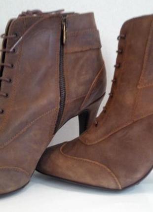 Классные кожаные ботинки на шпильке и еще много интересного в моей шафе