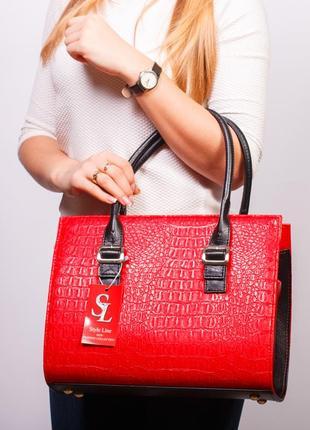 Красная прямоугольная каркасная женская сумка текстура крокодил