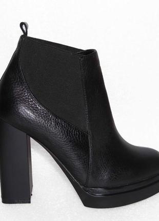 Демисезонные кожаные ботинки, черного цвета, 36,37,40р3