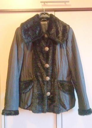 Куртка черная с меховым воротником и отделкой