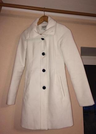 Белое кашемировое пальто barshka