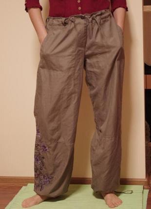 Спортивные штаны с вышивкой