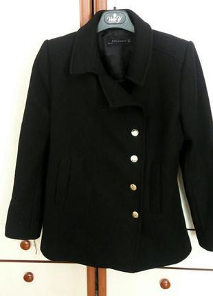 Черное кашемировое пальто от zara