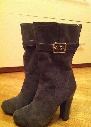 Стильные, очень красивые  ботинки.фирма liu jo. натуральный замш,кожа.