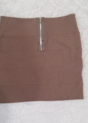Бежевая юбка-резинка