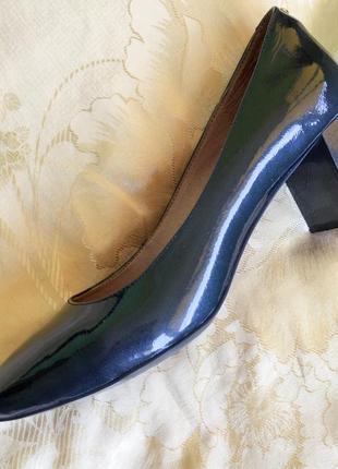 Продаю женские черные туфли tj collection