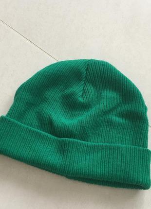 Зелёная шапка topshop