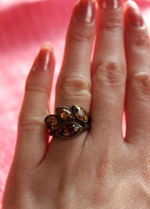 Бронзовое кольцо с коньячными стразами bobijou