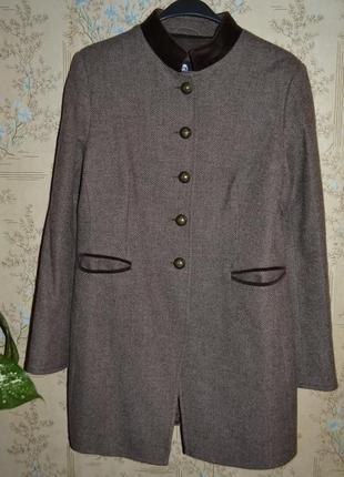 Шерстяное пальто на подкладке