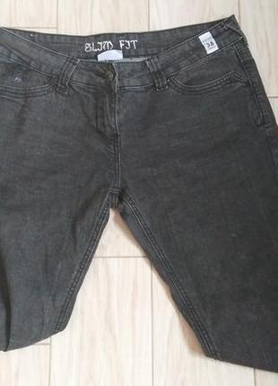 Стильные черные джинсы бойфренды