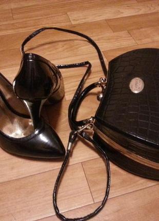 Черные лаковые лодочки туфли