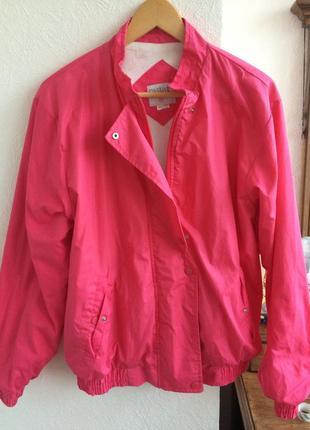 Яркая осенняя курточка casual