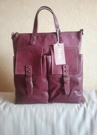 Итальянская кожаная сумка с карманами vera pelle