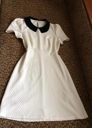 Милое платье трапеция из фактурной ткани