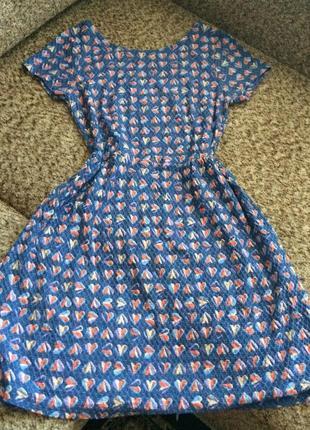 Милое платье в сердечках из фактурной ткани