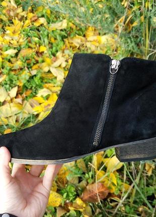 Замшевые черные ботинки