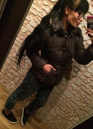 Стильная курточка-дутик с хлястиками