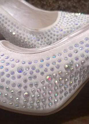 Шикарные свадебные туфли.