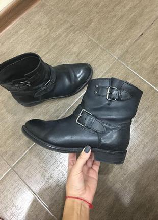 Короткие ботинки mango
