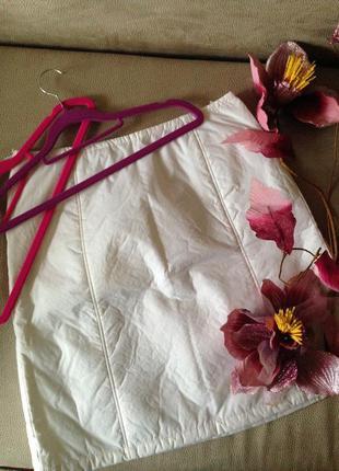 Белоснежная дутая юбка на холодную погоду