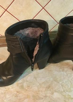 Зимние кожаные ботинки на цигейке ( с мехом)