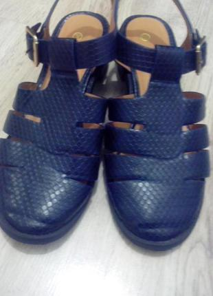 Босоножки, сандали на низком каблуке закрытые синие  atmosphere р38