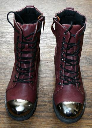 Крутые ботинки из качественного кожзама с металлическим носком фирмы tally weijl