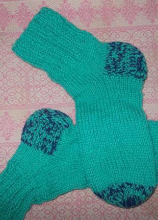 Вязаные носочки ручной работы.