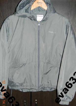 Reebok женская курточка на синтепоне с капюшоном м