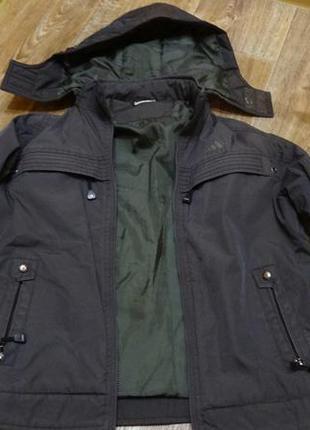 Продам женскую утепленную куртку adidas со сьемным капюшоном