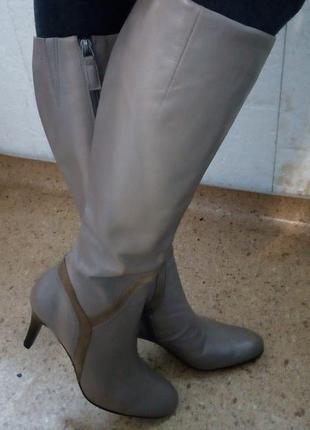 Стильные новые кожаные сапоги marks&spencer.