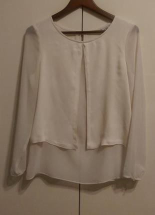 Блузка молочного цвета