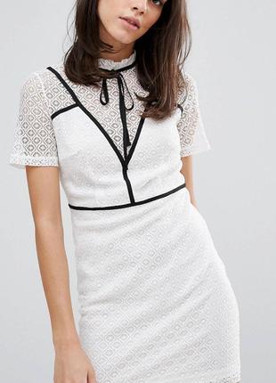 Платье футляр белое с завязкой