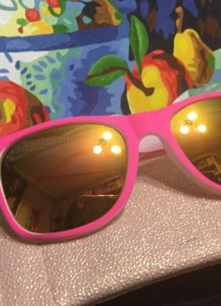 Ярко-розовые матовые солнцезащитные очки stradivarius