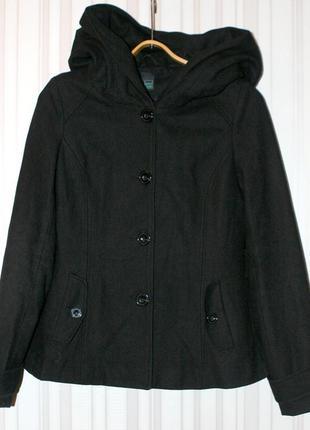 Стильное полушерстяное пальто с большим капюшоном