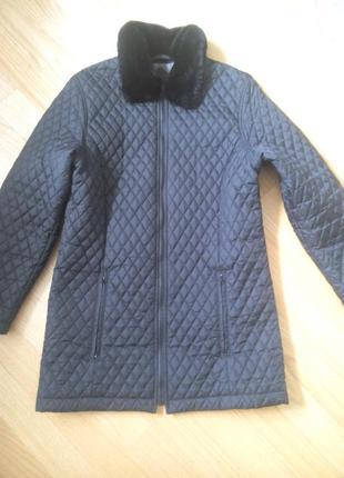 Новая! курточка стеганая с меховым воротником  м