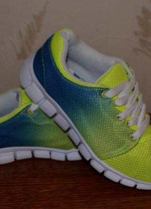 Яркие классные кроссовки