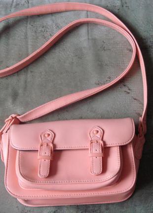 Яркая и стильная сумочка через плечо