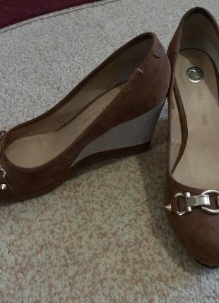 Туфлі з шипами