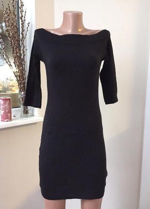 Платье футляр с открытыми плечами