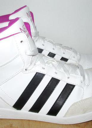 Отличные ботинки адидас