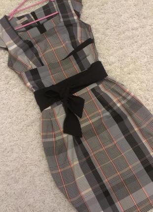 Деловое платье футляр