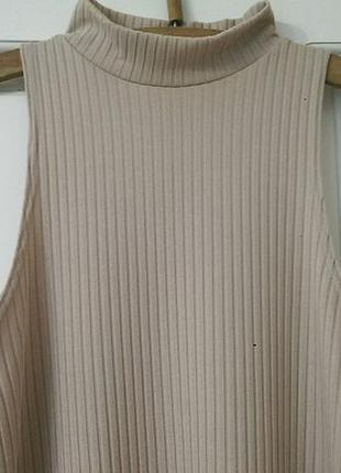 Платье в рубчик нюдового цвета