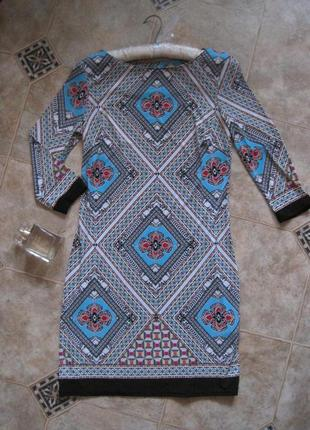 Платье с геометричным принтом atmosphere новое, скрывает животик